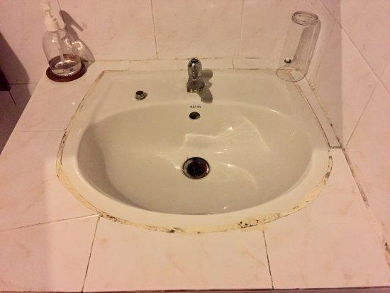 ปากเบ็ง, ลาว: Bathroom sink with faucet cover on left