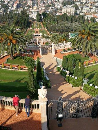 Baha'i Gardens and Golden Dome: horní část
