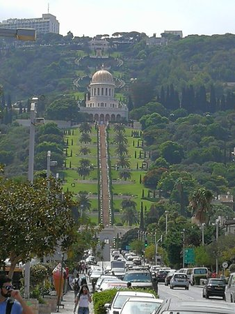 Baha'i Gardens and Golden Dome: celkový pohled