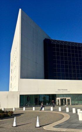 John F. Kennedy Presidential Museum & Library : Entrance