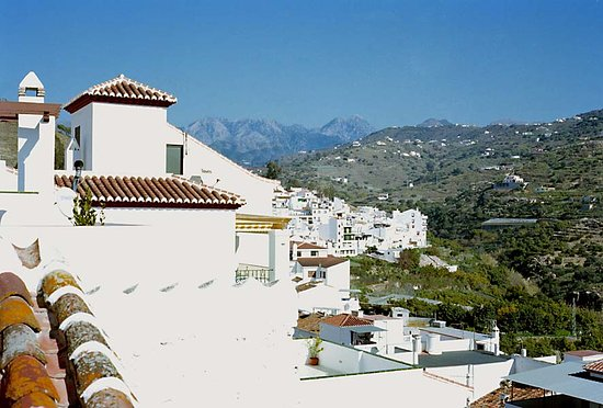 Paseo Marítimo de Torrox Costa: view of the campo from the village