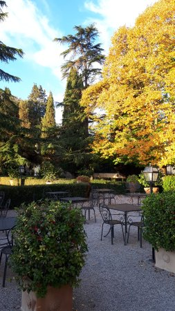 Relais Villa Monte Solare Wellness & Beauty: breakfast in the garden foaie