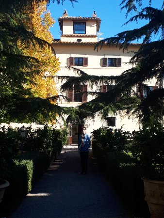 Relais Villa Monte Solare Wellness & Beauty: from the garden towards the front entrance