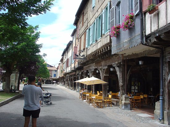 Mirepoix, Fransa: Posez-vous ici pour manger une superbe plancha de produits locaux