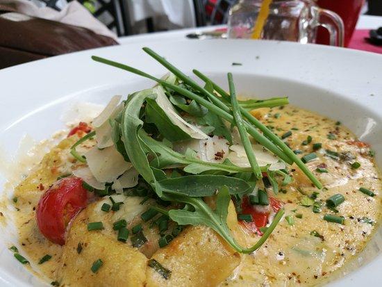 Hamilton Kunst Ess Bar: Tortelacci mit Lachs