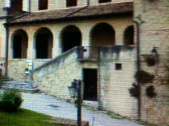 Asolo, Italia: Ingresso sotto il .... Porticato !