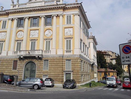 Palazzo Medolago Albani