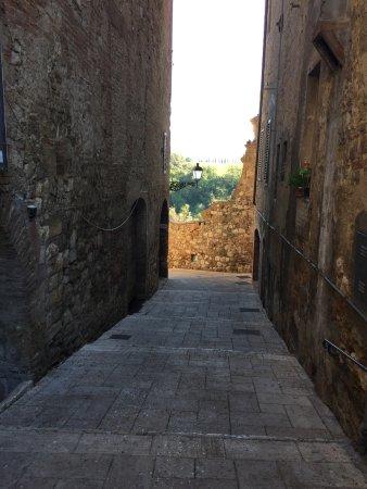 Colle di Val d'Elsa, อิตาลี: views galore down side streets