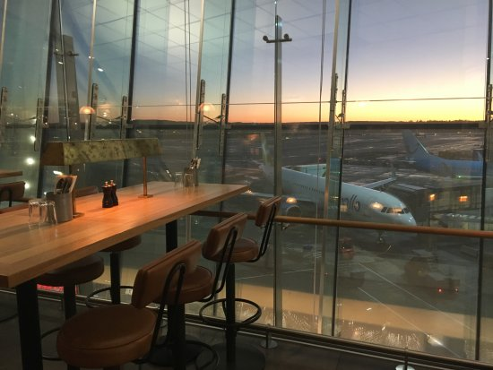 Gardermoen, Norvegia: Come and enjoy this fabulous view at Jamie´s Italian - Oslo Airport International terminal