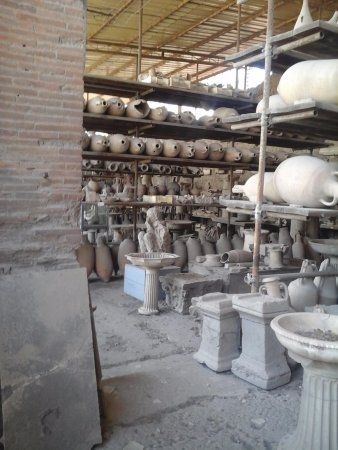 Torre Annunziata, Italy: entrepôt rénovation