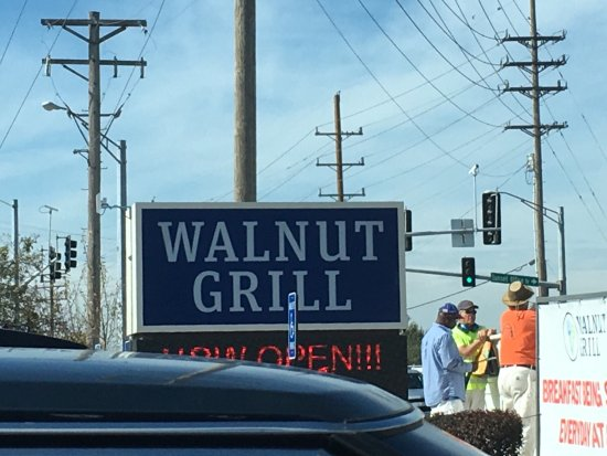 Sunset Hills, MO: Walnut Grill