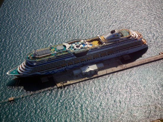 Blue Sky Flights: Die AIDA am Royal Navy Dockyard