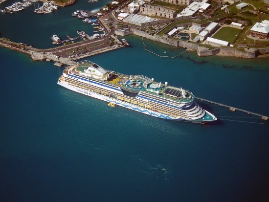 Blue Sky Flights: AIDA am Royal Navy Dockyard