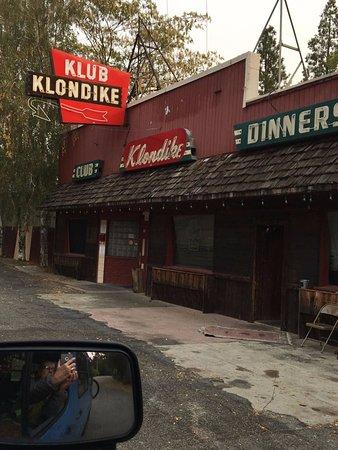 Lakehead, Калифорния: Next door is this quaint place/