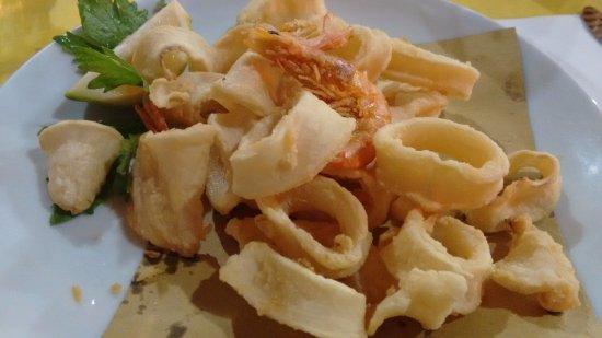 Capodimonte, Italia: Frittura di calamari e gamberi