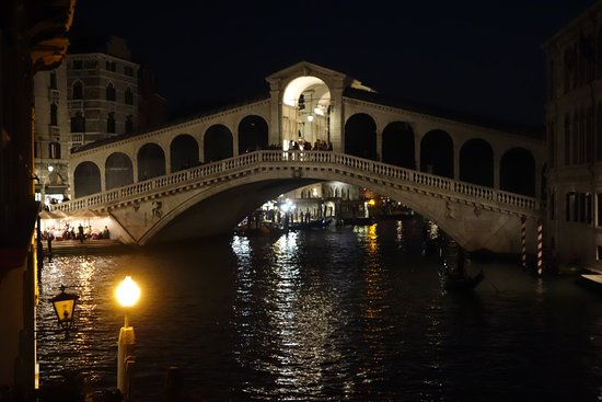 Al Ponte Antico Hotel: Night view from patio