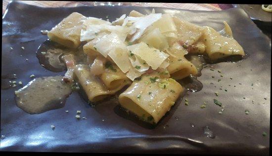 Pollena Trocchia, Italy: Dueggi - Pizzeria & Trattoria Gourmet