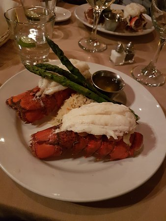 Red Raven Restaurant: The Twin Lobster