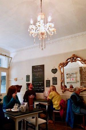 Baldry's Tea Room: Chandelier