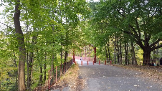 New Milford, CT: walking trails