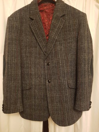 Harris Tweed Shop: The 2nd jacket that I received. Not quite the same as that shown on their website!