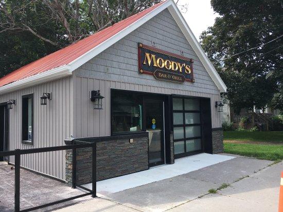 Millbrook, Kanada: Moody's Bar and Grill