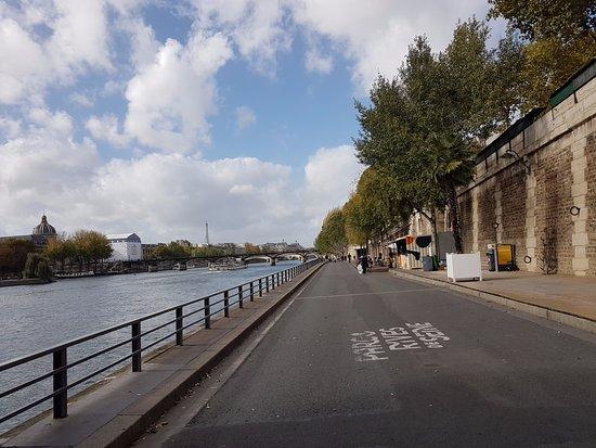 Paris by Martin & Friends: By the Seine