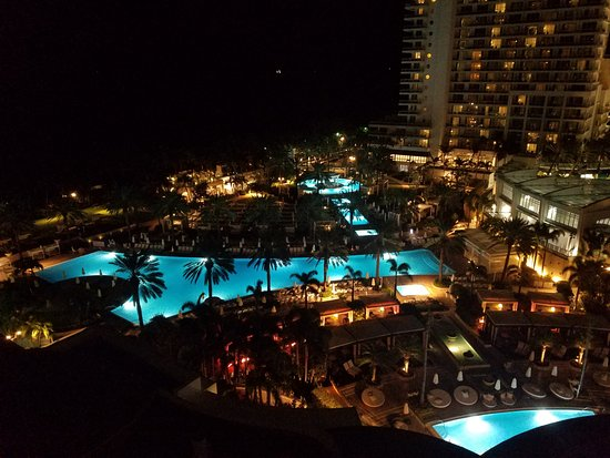 Fontainebleau Miami Beach : Fountainebleau pools from 11th floor balcony