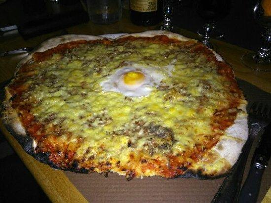 Allevard, France: Pizza américaine.