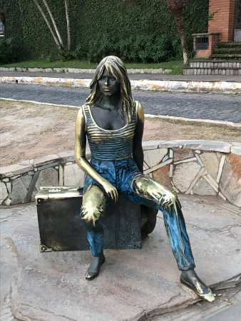 Brigitte Bardot Statue : photo2.jpg