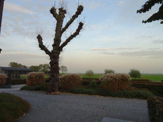 """Tuin;Pieterskerk Eemnes uit het jaar 1439-""""Het Dikke Torentje"""""""