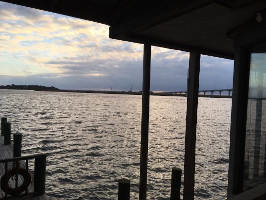 Caroline's Dining on the River: Overlooking the water.