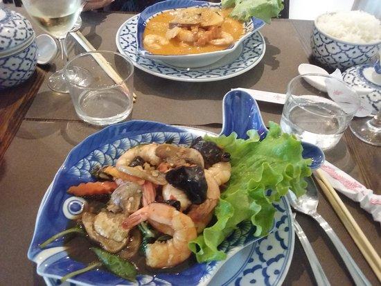 Crevettes au curry rouge et au Basilic Thaï