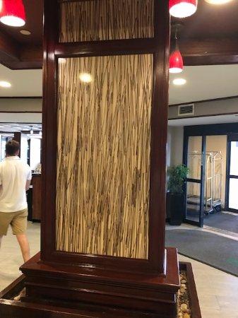 โรงแรมวินด์แฮมการ์เดนนวร์กแอร์พอร์ต: lobby