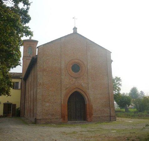Crespellano, Italia: la facciata restaurata