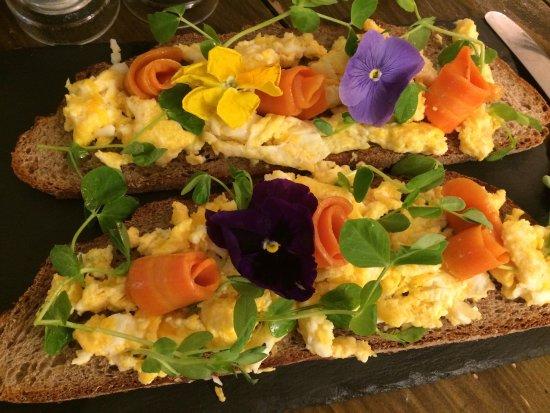 Girasole: Great salads and bruschette