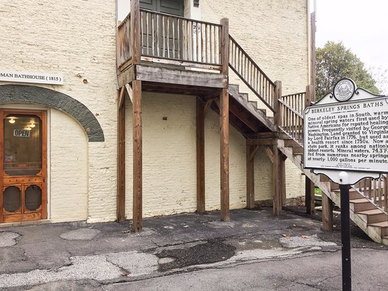 Berkeley Springs, Virginia Occidentale: Roman Bathhouse