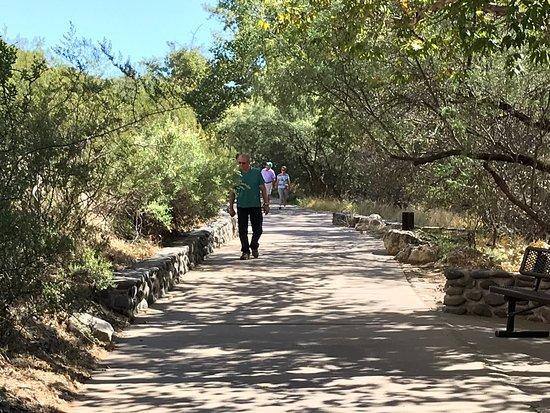 Camp Verde, AZ: Short walk to view castle.