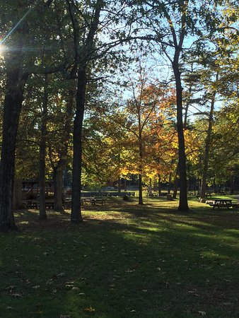 Cacapon Resort State Park: Picnic area at base of trail head