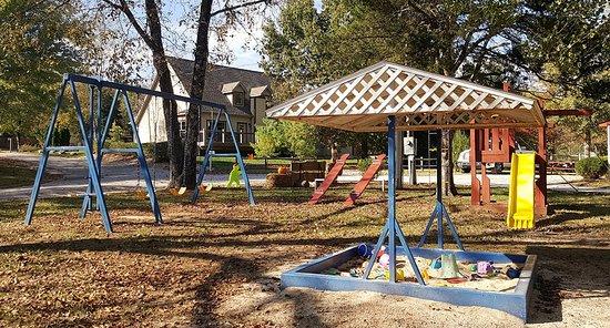 Happy Hollow Resort: Children's play ground