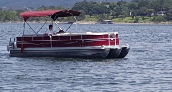 Blue Eye, MO: Tritoon boat rental