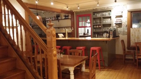 Ludlow, VT: The bar with the kitchen beyond