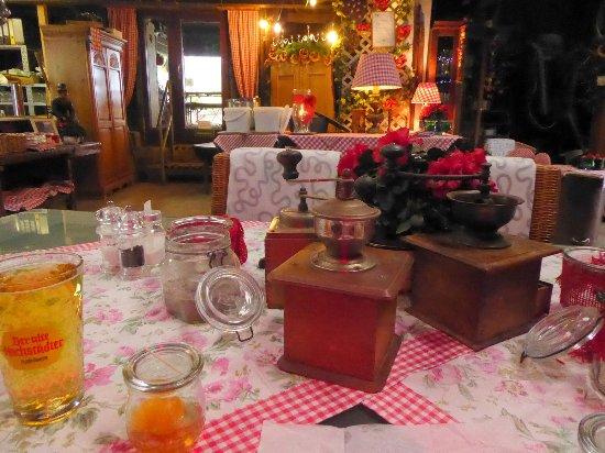 Urige Tischdeko An Mispelchen Und Apfelwein Bild Von Eberhards