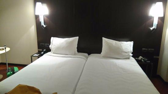 letto matrimoniale king size - Foto di AC Hotel Valencia, Valencia ...