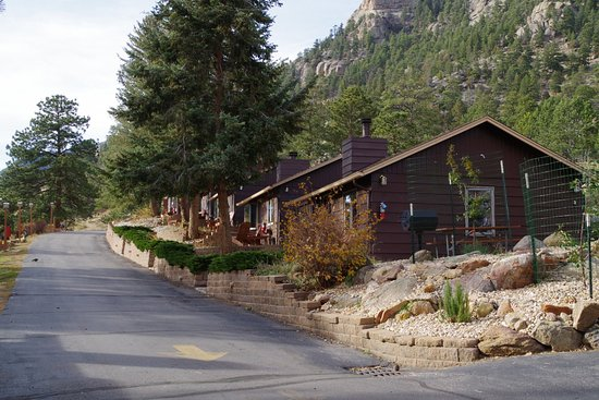 McGregor Mountain Lodge: Row of cabins