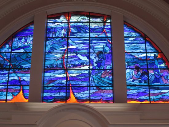Grand Pre, Kanada: The stained glass in the church illustration the Acadian deportations