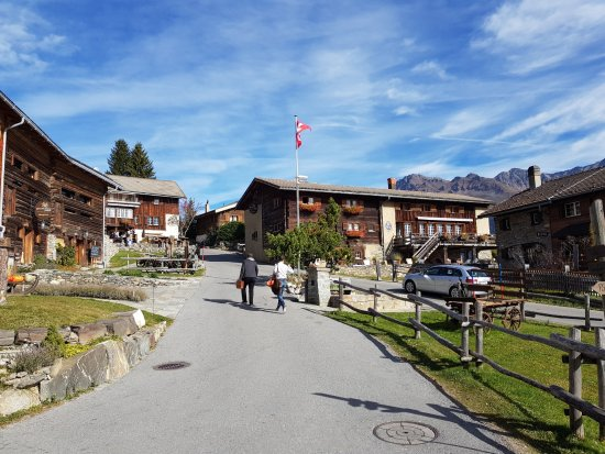 """Lenzerheide, สวิตเซอร์แลนด์: Das Zentrum des """"Maiensäss-Dorfes"""""""