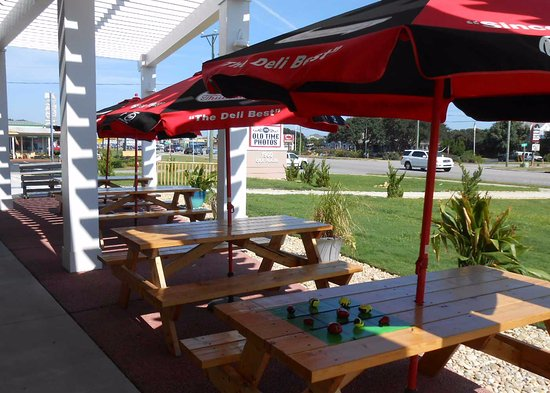 Country Deli: outside seating