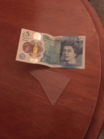 Royal Albion Hotel-Brighton: Glass found on bedroom floor - not the £5