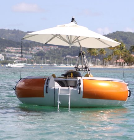 Le Marin, Martinique: BBQ DONUTS BOAT on clear water